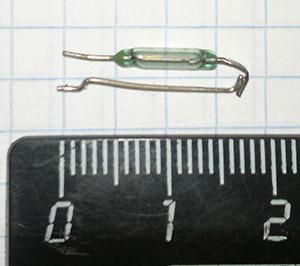 Фотография геркона на тетрадном листе